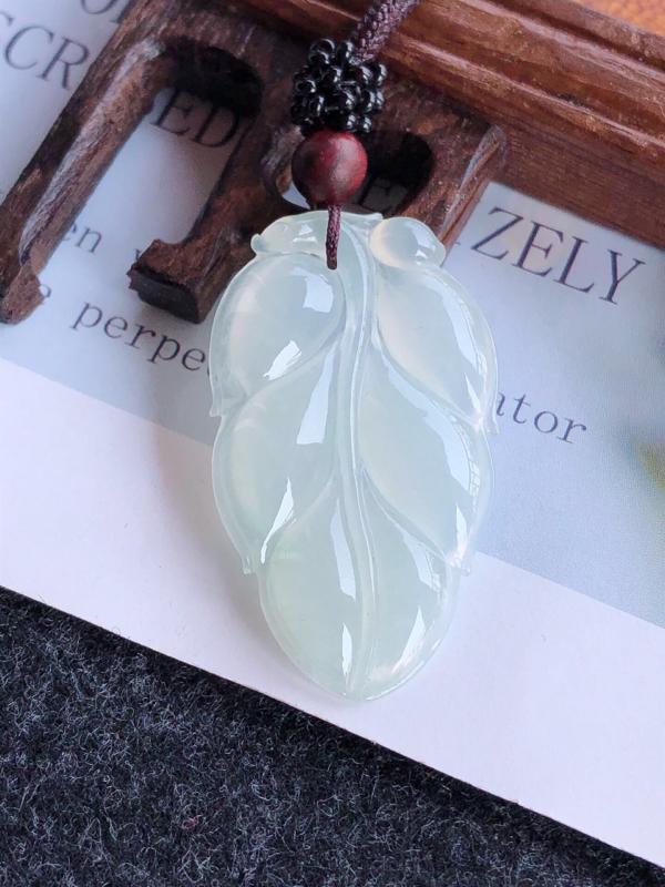 完美叶子吊坠天然翡翠A货,尺寸:39.5-23-4,顶珠是装饰品