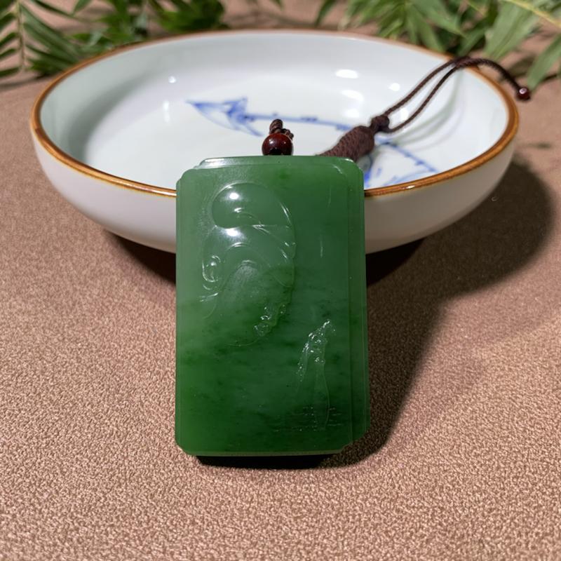 【观音菩萨】和田玉碧玉菠菜绿挂件,精雕观音法相,端庄优雅,性价比高!