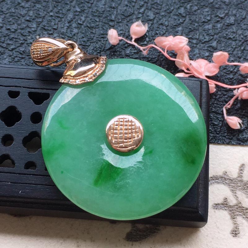 缅甸翡翠18K金伴钻镶嵌带绿平安扣吊坠,颜色好,玉质细腻,雕工精美,佩戴送礼佳品,包金尺寸:35.1