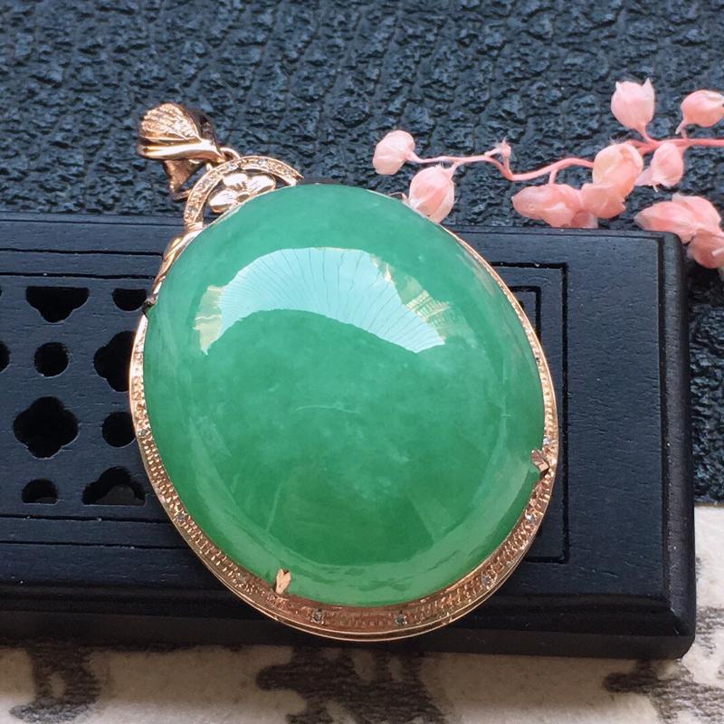 缅甸翡翠18K金伴钻镶嵌带绿蛋面吊坠,颜色好,玉质细腻,雕工精美,佩戴送礼佳品,包金尺寸: 35.5