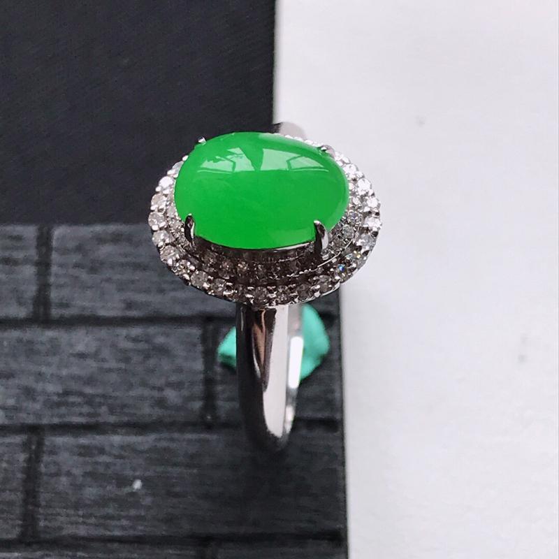 天然翡翠A货18K金镶嵌伴钻糯化种满绿精美蛋面戒指,内径尺寸18.2mm,裸石尺寸9.3-6.5-3