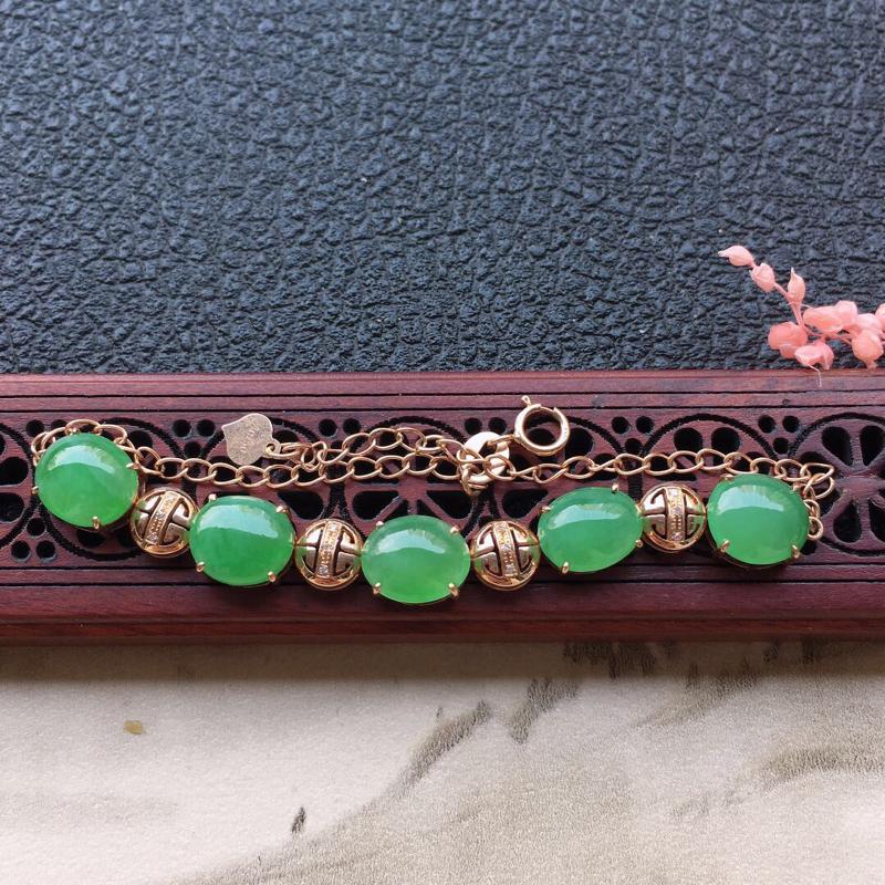 缅甸翡翠18k金伴钻镶嵌满绿蛋面手链,自然光实拍,颜色漂亮,玉质莹润,佩戴佳品,大裸石尺寸:8.9*
