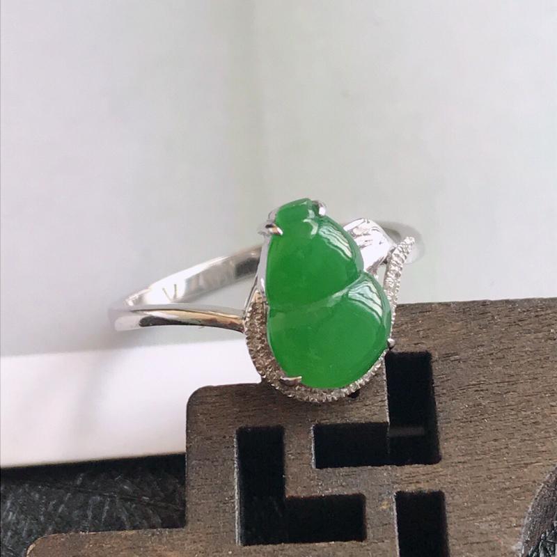 镶嵌18k金伴钻葫芦戒指天然翡翠A货,尺寸:17.4mm裸石长10.3-6.9-3