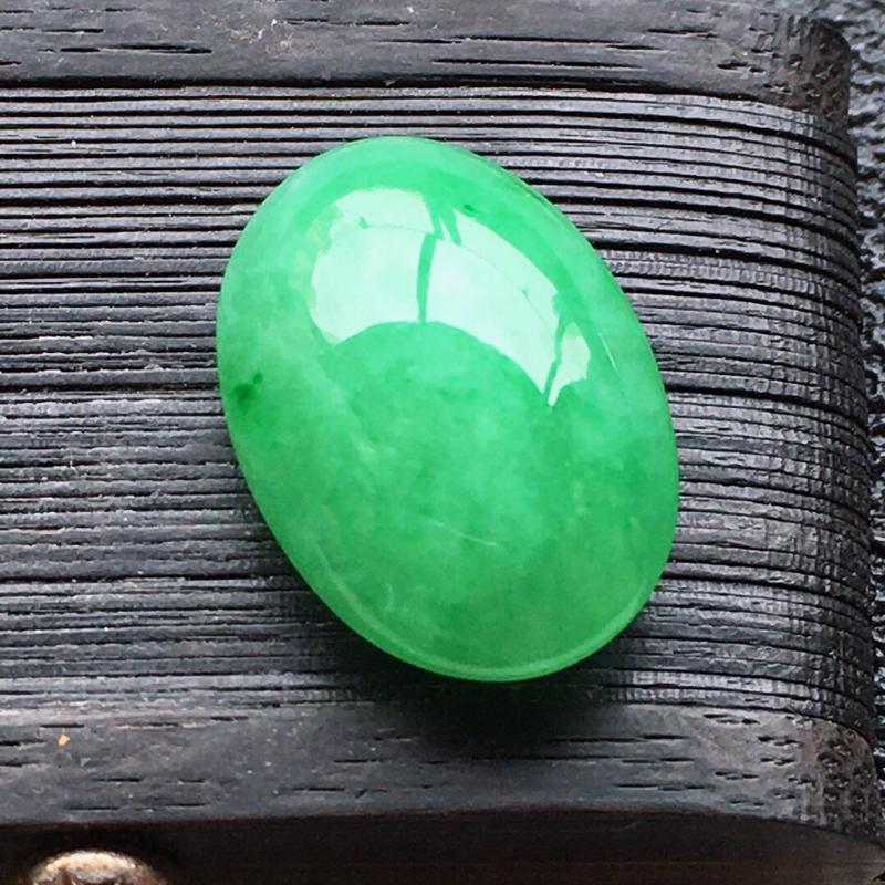 精品翡翠蛋面,雕工精美, 玉质莹润,尺寸:玉:15.9*10.7*5.7MM,总质量:1.6g