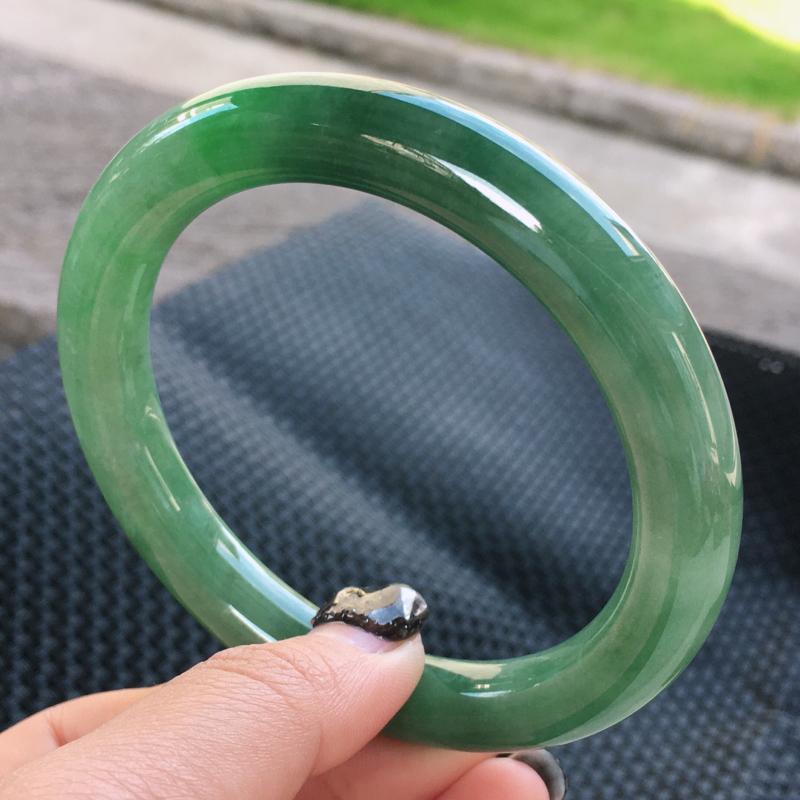 圈口:61,天然翡翠A货—满绿水润圆条手镯,尺寸: 61/10.6/10,纹,玉质细腻