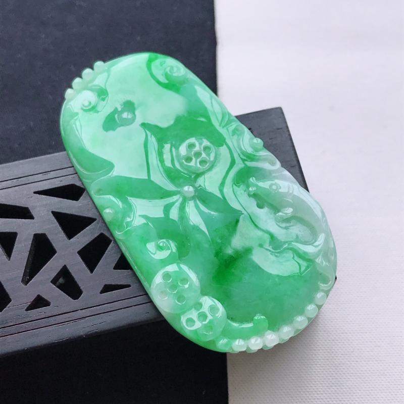 天然翡翠A货细糯种飘阳绿山水牌吊坠,尺寸69.7*45*13.4mm,玉质细腻,底色漂亮,上身效果好