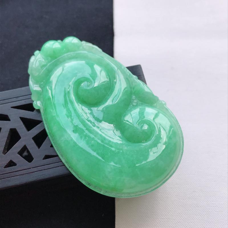 天然翡翠A货糯种满绿正装事事如意吊坠,尺寸63.9*38.5*6mm,玉质细腻,底色漂亮,上身效果好