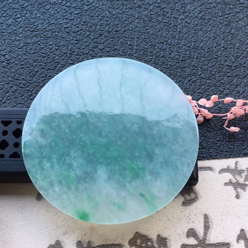 缅甸翡翠飘花素面牌镶嵌件,自然光实拍,颜色漂亮,玉质莹润,佩戴佳品,尺寸:54.7*4.0mm,重2
