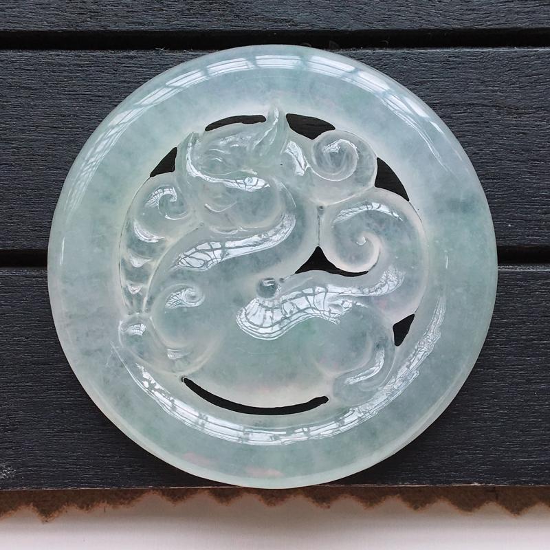 自然光实拍,缅甸a货翡翠,冰润麒麟牌,种好通透,水润细腻,个性十足,佩戴佳品
