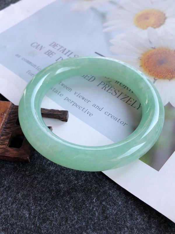 2.26.21/完美圈口:57.5/12.3/12.1mm,满绿圆条高档手镯,肥美圆条镯,料子细腻,