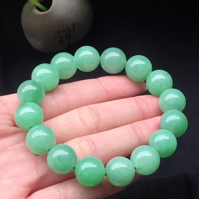 缅甸翡翠满绿圆珠手串,自然光实拍,颜色漂亮,玉质莹润,佩戴佳品,单颗尺寸:13mm,重60.48克