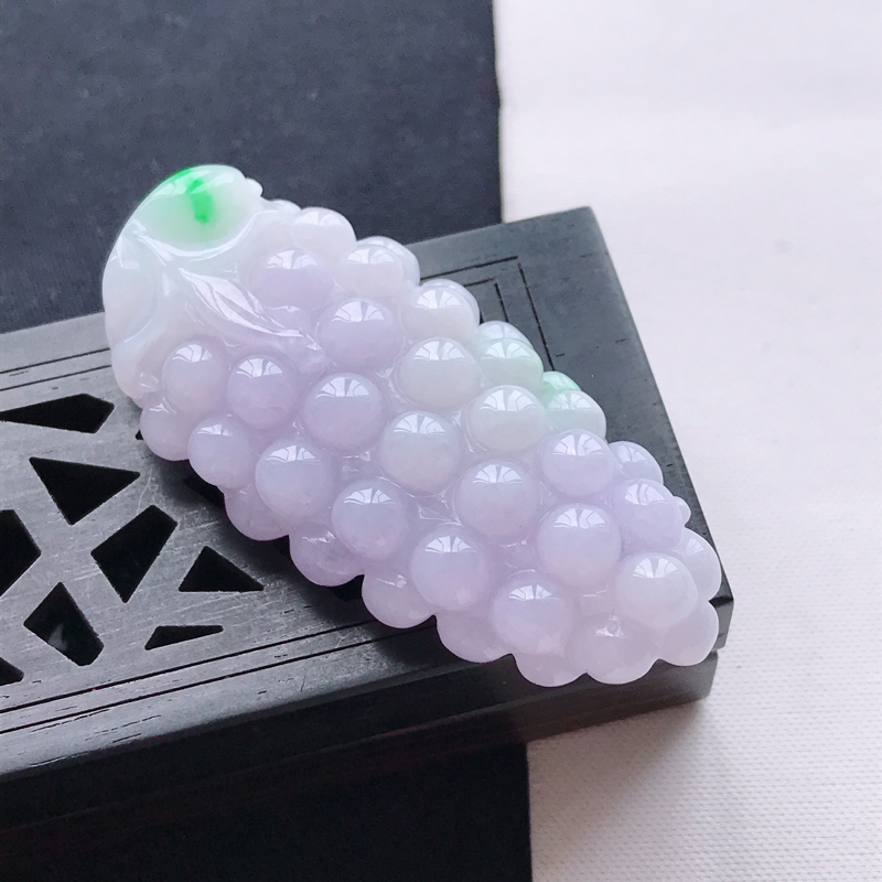 天然翡翠A货糯种紫罗兰多子多福吊坠,尺寸50.3*24*10.9mm,玉质细腻,底色漂亮,上身效果好