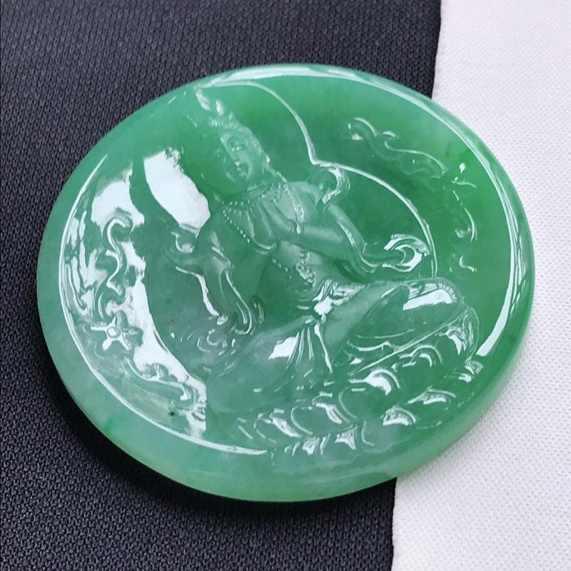 翡翠A货,糯种满绿观音吊坠玉质细腻,底色漂亮,上身高贵,尺寸53.0/53.0/6.9