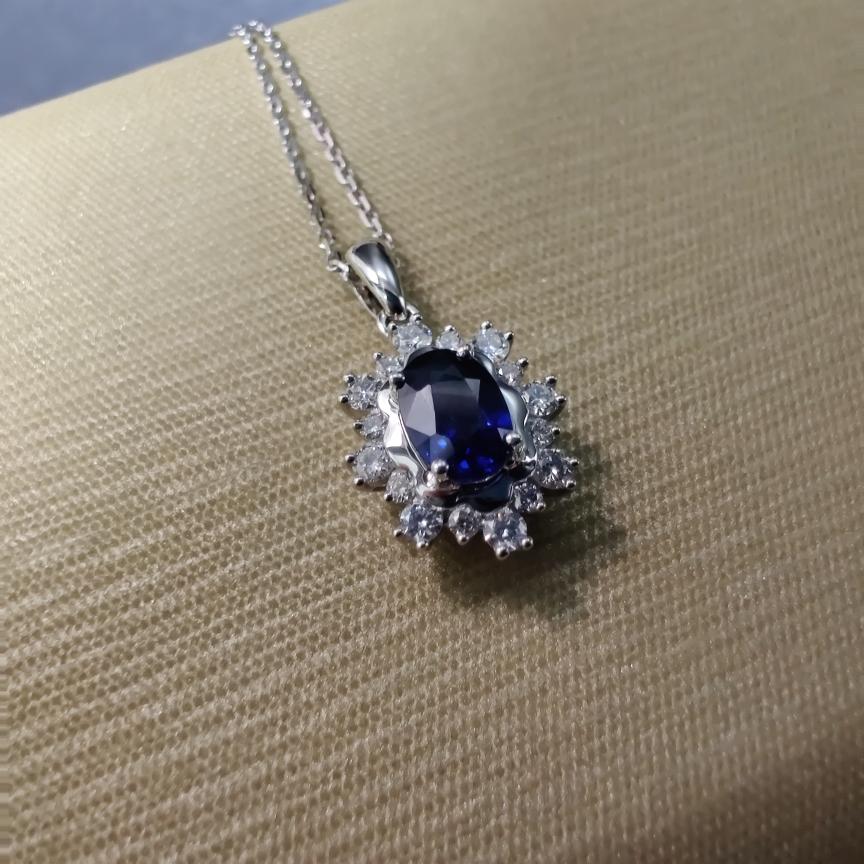 【【吊坠】18k金+蓝宝石+钻石 (不含链子)宝石颜色纯正 主石:0.63ct  货重:1.58g##**】图3