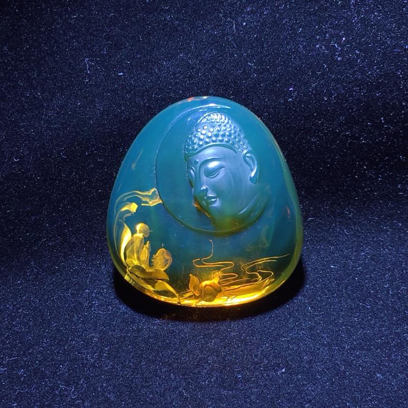 墨西哥蓝珀阴雕挂件、『花开见佛』,花开,就是智慧的开展,见佛,是体悟到了实相、真理。花开见佛悟无生,