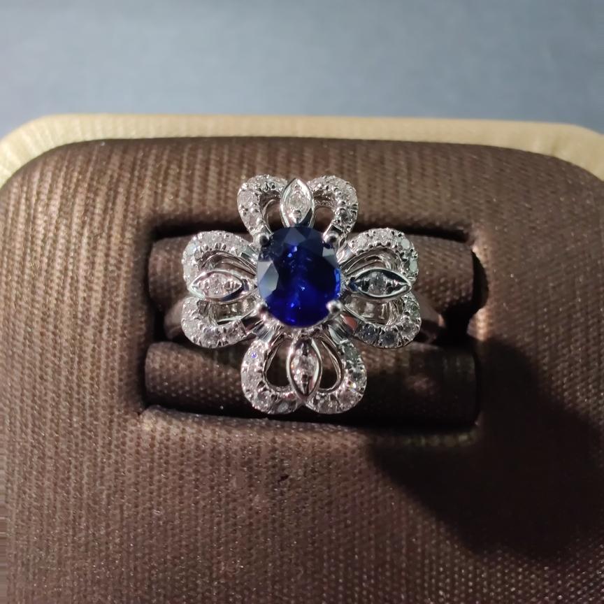 【戒指】18k金+蓝宝石+钻石 宝石晶体通透 净度高 主石:0.49ct  货重:4.59g