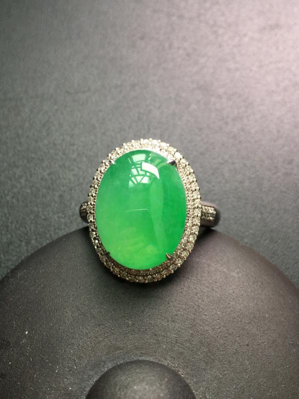 翡翠A货,蛋面戒指,18K金钻石镶嵌,完美,种水超好,性价比高。