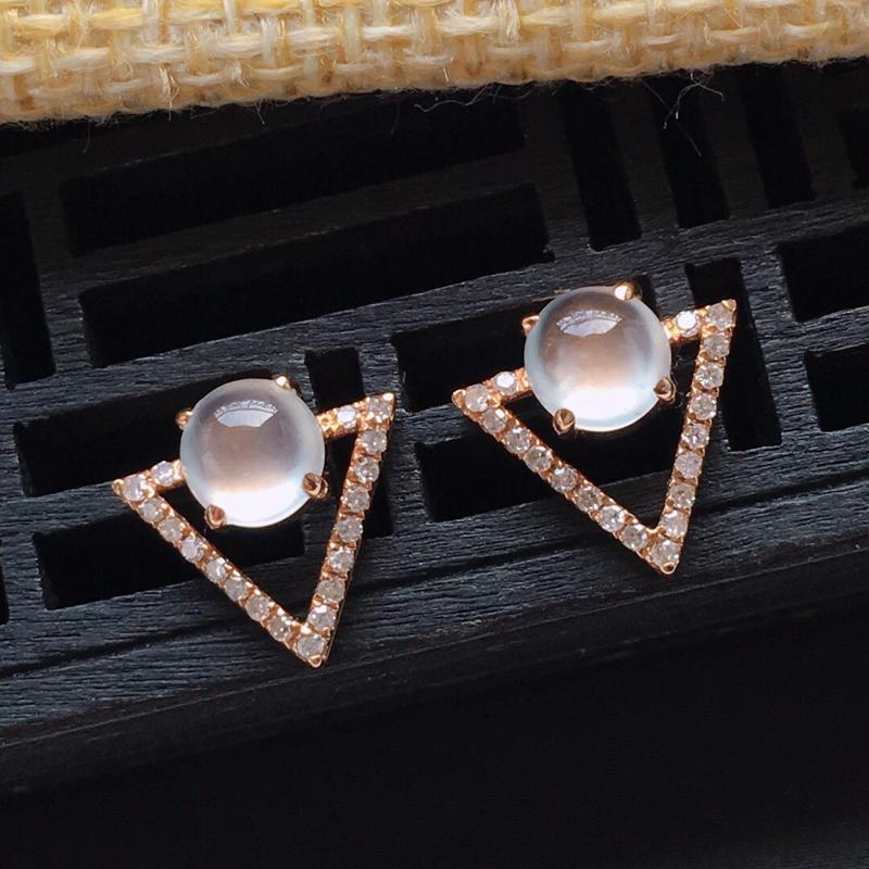 18k金镶嵌伴钻冰种起光蛋形耳钉一对,    料子细腻,雕工精美,含金尺寸:10.8×11×5.7m