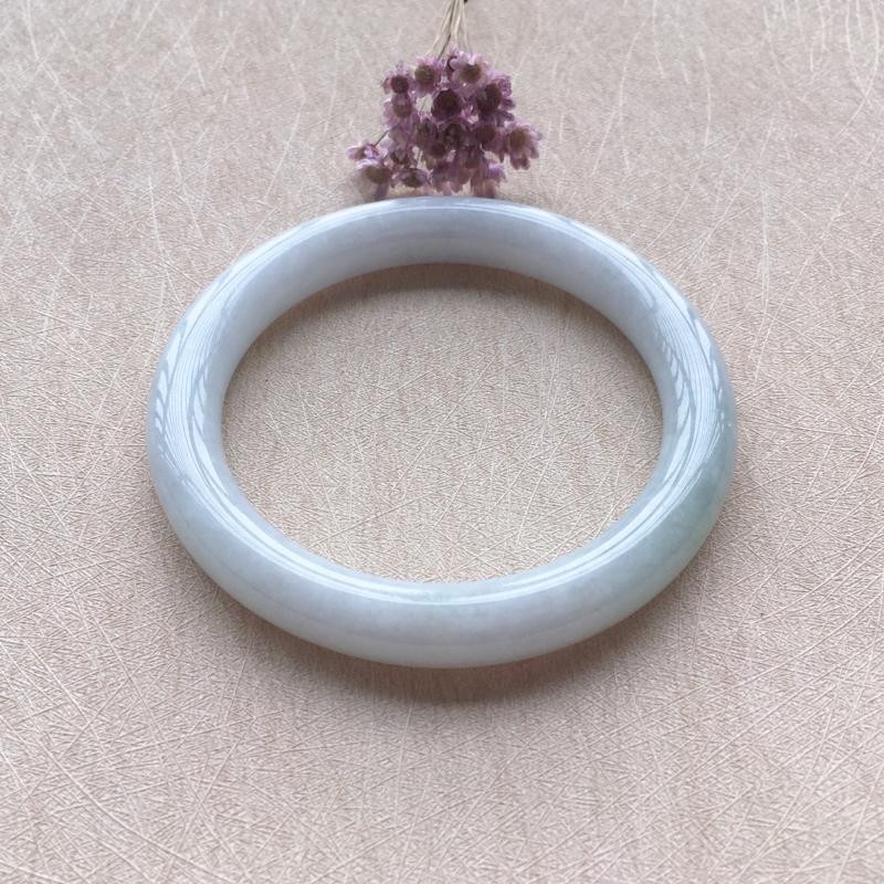 底色圆条 尺寸:59.4*10.8*9.8 玉质细腻温润 条形圆润 佩戴清秀大方