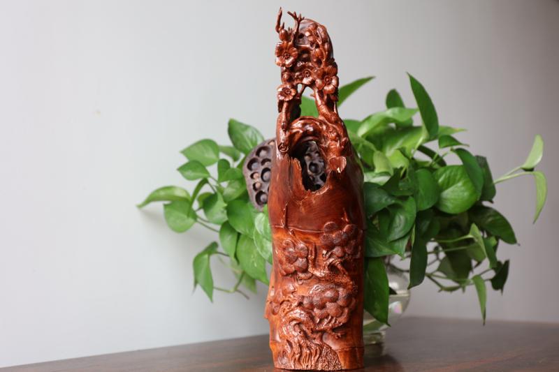 正宗海南黄花梨老油梨雕件(岁寒三友)大师雕工、纹理清晰、颜色均匀、材质细腻。规格:高370mm 宽1