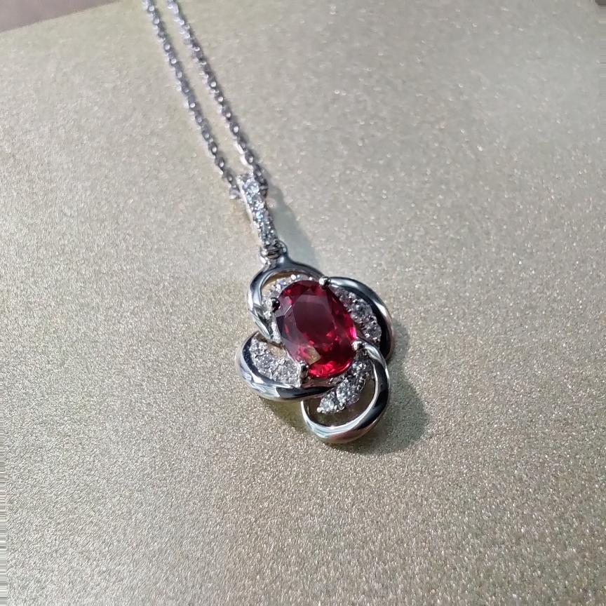 【吊坠】18k金+红宝石+钻石 (不含链子)宝石颜色纯正 主石:0.55ct  货重:1.22g