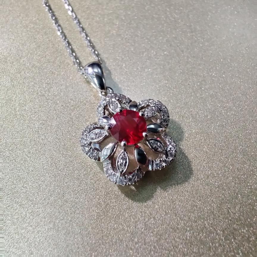【吊坠】18k金+红宝石+钻石 (不含链子)宝石颜色纯正 主石:0.38ct  货重:1.74g