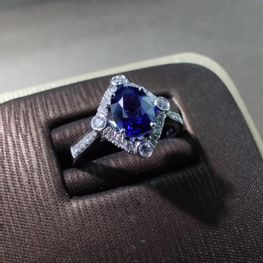 【戒指】18k金+蓝宝石+钻石 宝石颜色深邃 晶体通透 主石:1.20ct  货重:3.49g