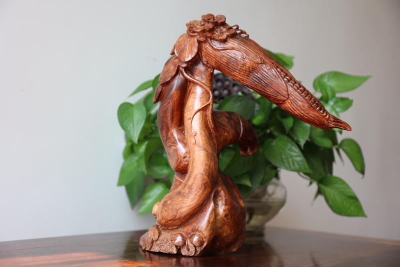 正宗海南黄花梨油梨雕件(硕果累累)水波纹理、大师雕工、底色干净。规格:高310mm  宽272mm