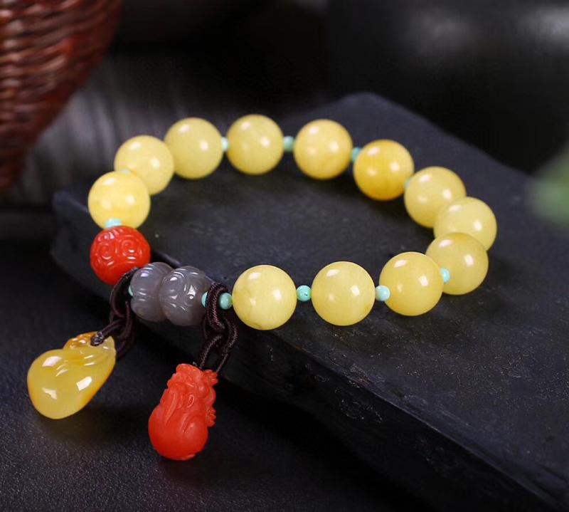 🍃🌺天然无优化奶白黄蜜蜡手串,尺寸约11.3mm,蜡质浓郁,成色超美腻,搭配无优化蜜蜡钱袋吊坠,天然