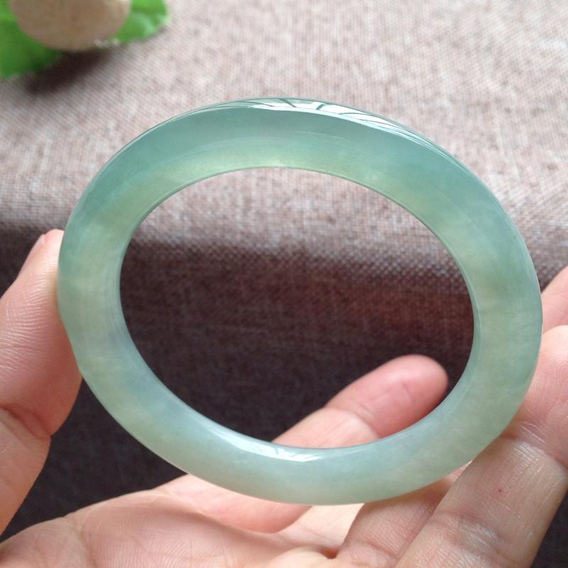 老坑晴水绿圆条镯,尺寸51.5*9*9 完美老种,一截冰位,通透冰莹,清润水足,胶润无比,种色相融,