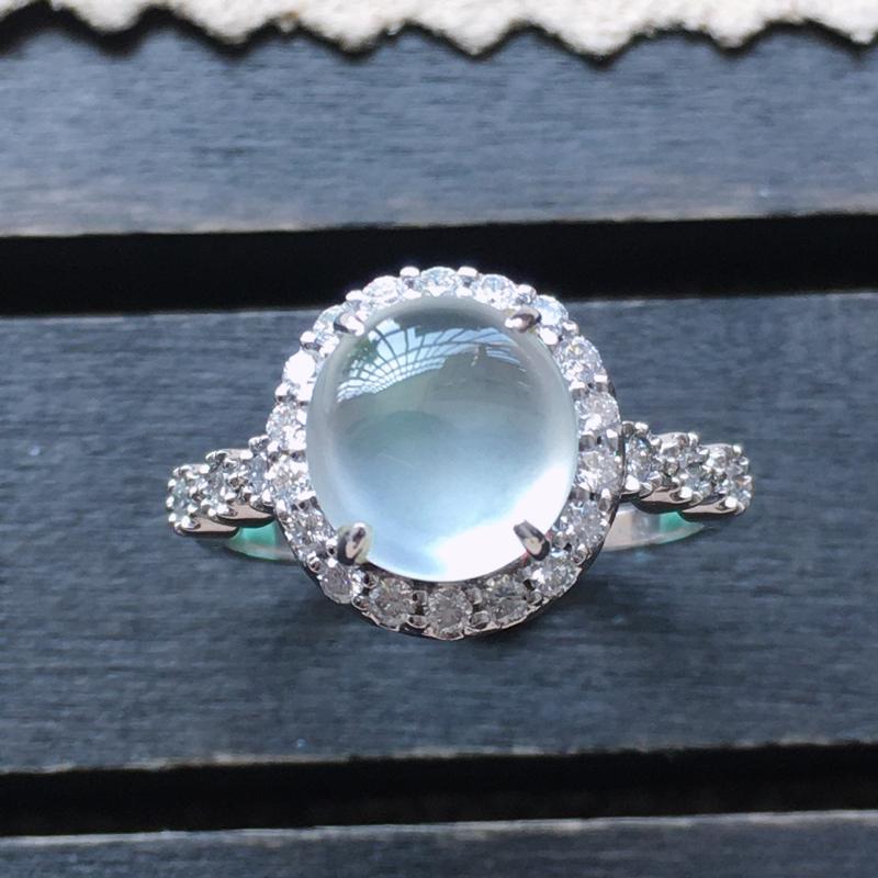 自然光实拍,缅甸a货翡翠,18k金伴钻镶嵌戒指,种好通透,水润玉质细腻,工艺佳,饱满品相佳,包金尺寸