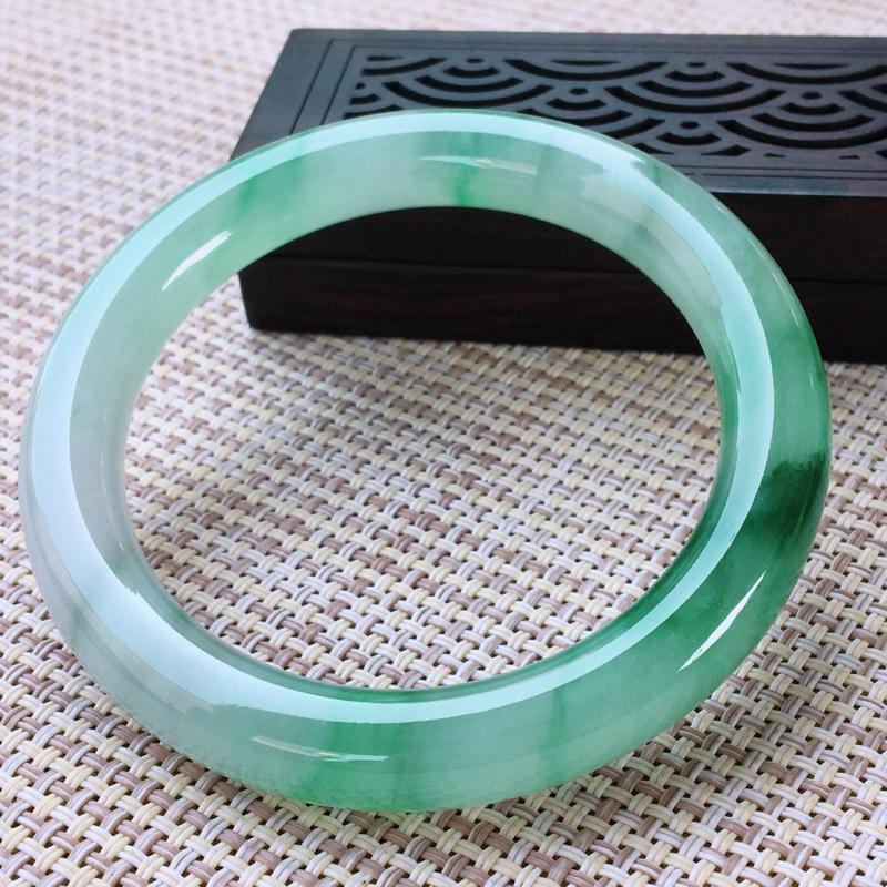 圆条53-54,天然翡翠手镯,水润全胶感,精美飘绿,高档精美,起荧光,圆条玉手镯,完美无纹裂,尺寸圈