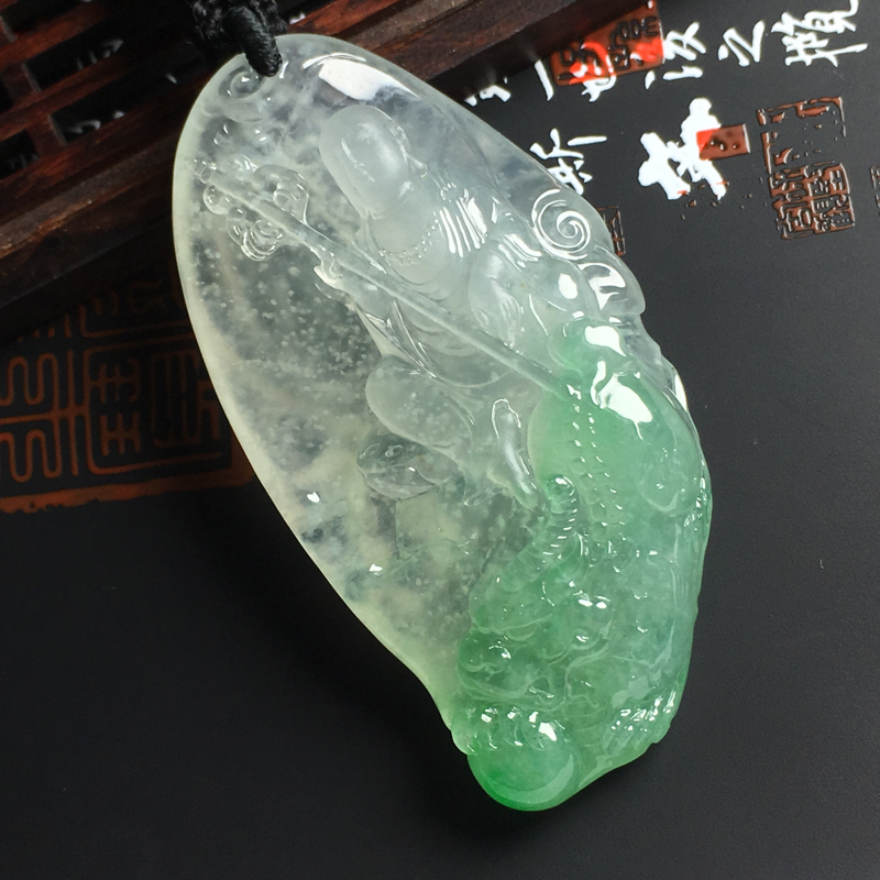 冰种飘绿地藏王吊坠 尺寸65-32-13毫米 种好冰透 底色清爽 雕工精美