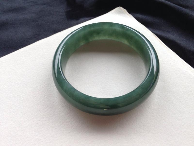油青正圈,56.6圈口,玉质细腻温润,色泽素雅清新,有棉纹无影响