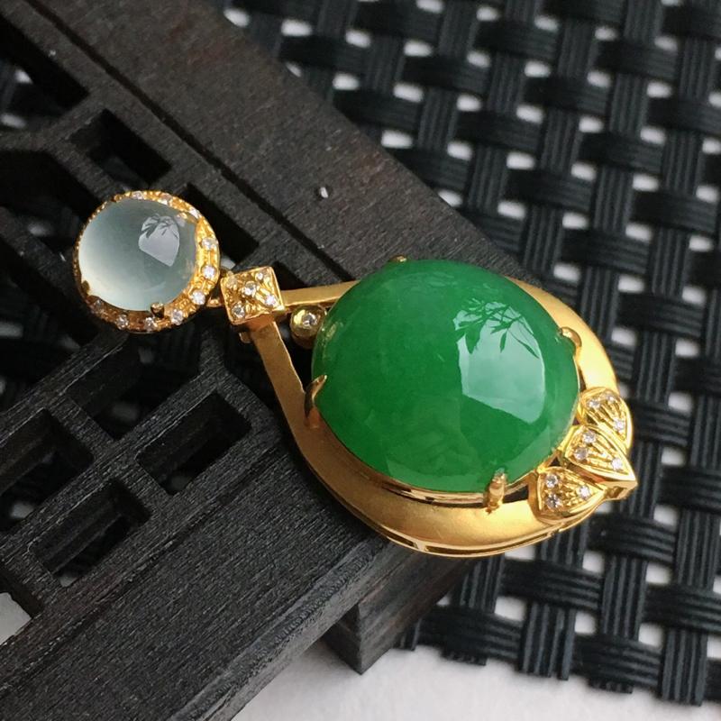 A货翡翠    18k金伴钻镶嵌满绿蛋面吊坠   尺寸含金33.1*16.2*8.5mm裸石13.8