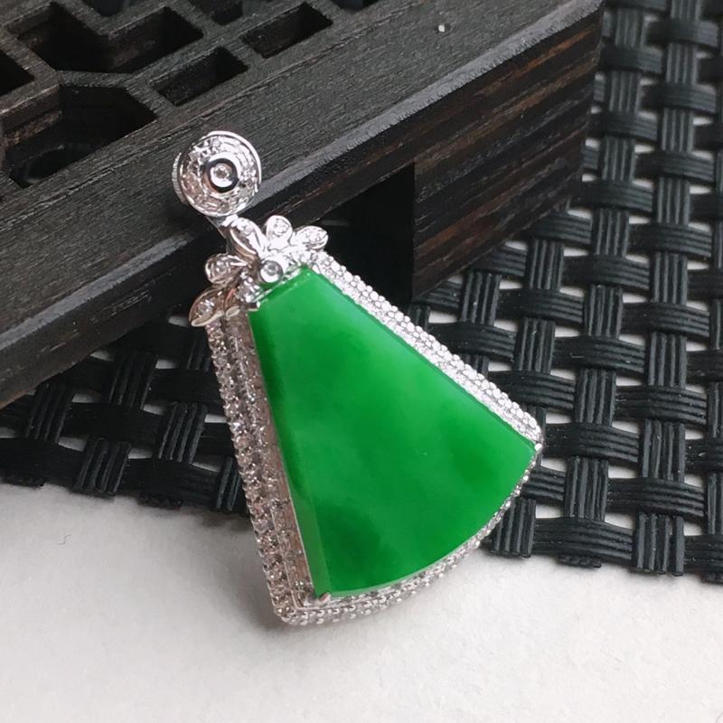 A货翡翠    18k金伴钻镶嵌满绿平安无事牌吊坠   尺寸含金30.6*20.2*6.5mm裸石1