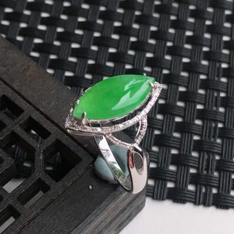 A货翡翠    18k金伴钻镶嵌满绿马眼形戒指   尺寸内径17mm裸石14.5*6.9*2.9mm