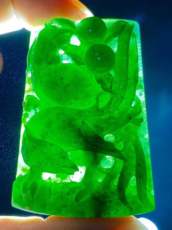 墨翠【双喜临门】完美无裂纹,细腻干净,黑度好,性价比高,雕工精湛,打灯透绿