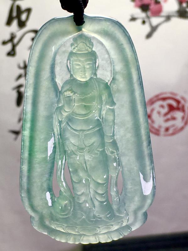 观自在菩萨,66-38-5.5mm,23.22g,种水不错,顶珠为装饰品
