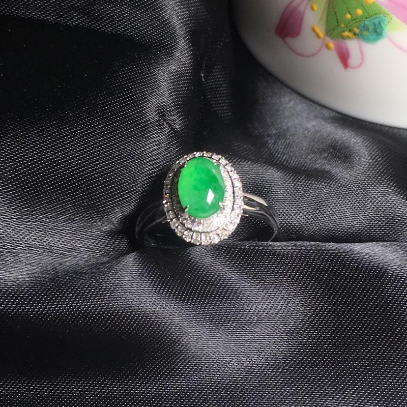 翡翠a货,底色飘绿蛋面戒指💍,18k金镶嵌,种水一流,佩戴精美