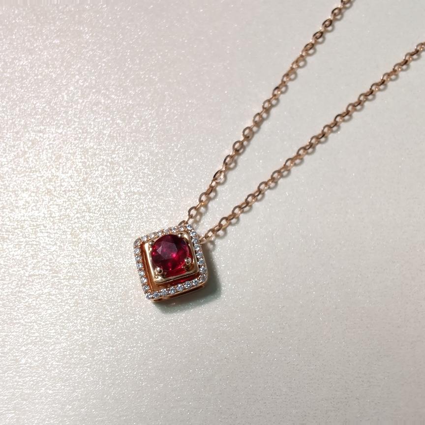 【项链】18k金+无烧红宝石+钻石 宝石颜色纯正深邃 货重:2.62g  主石:0.29ct
