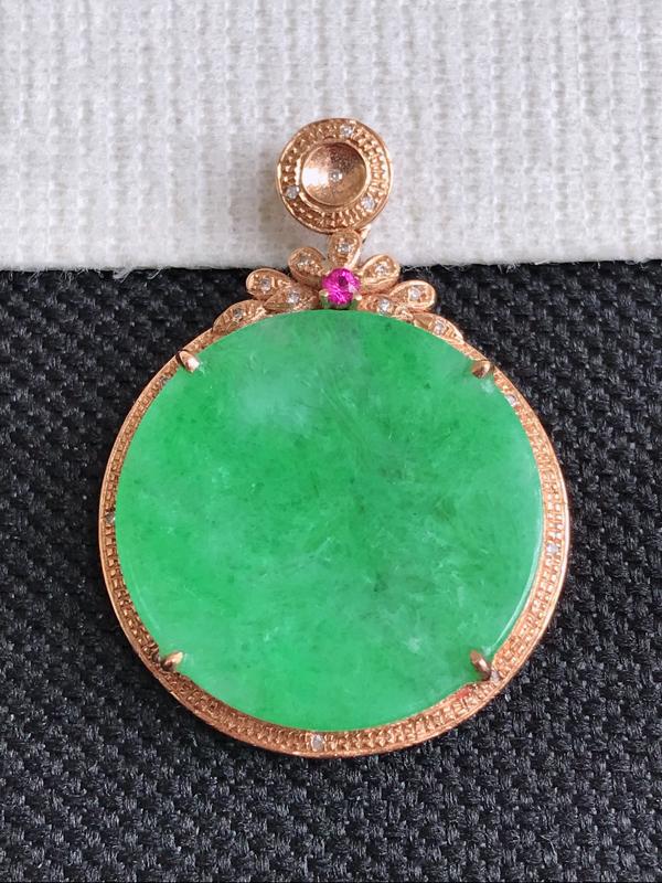 镶嵌18K金伴钻,缅甸天然翡翠A货满绿无事牌吊坠,包金尺寸29.5*21.5*4.7,裸石尺寸18.