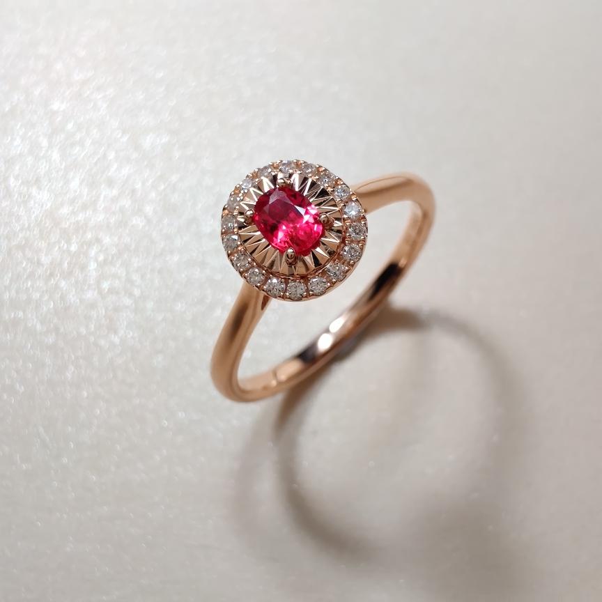 【戒指】18k金+红宝石+钻石 宝石颜色纯正深邃 货重:2.52g  主石:0.16ct  手寸:1