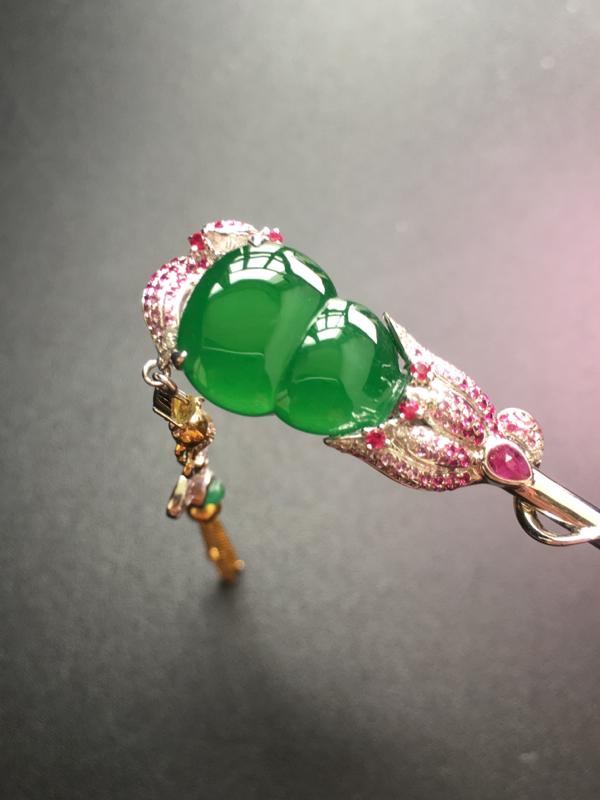满绿葫芦发簪,18k金伴钻镶嵌,完美,种水一流,性价比高。整体:29.2*13.6*6.5