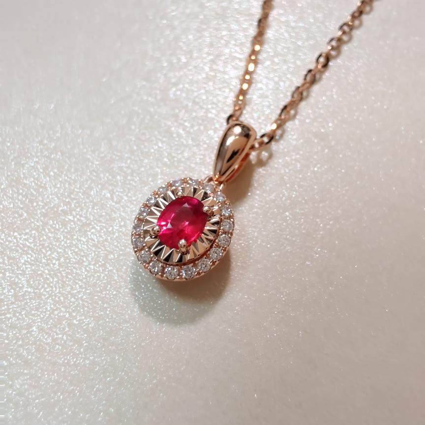 【吊坠】18k金+红宝石+钻石 (不含链子)宝石颜色纯正 货重:0.93g  主石:0.24ct