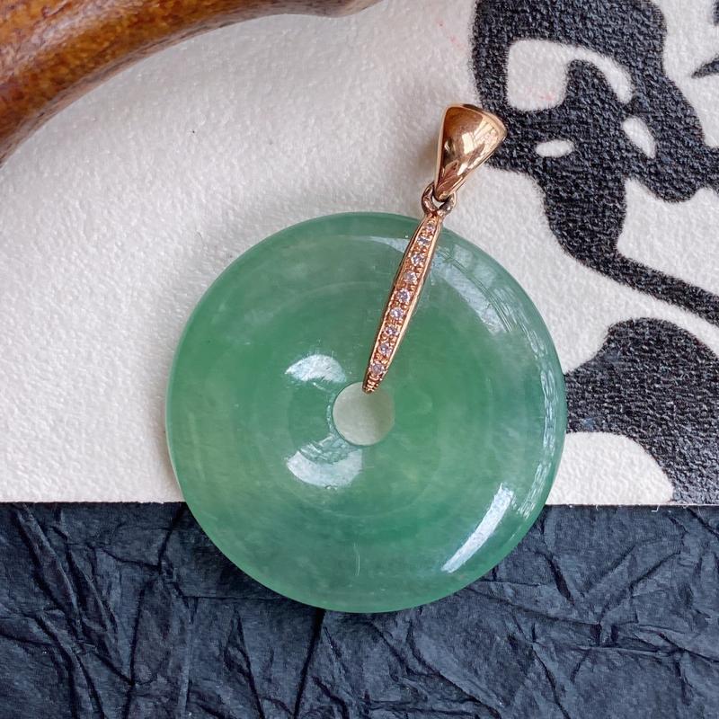 天然翡翠A货镶嵌18k金伴钻团团圆圆平安扣吊坠,含金尺寸:29.2*22.3*5.4mm,裸石尺寸: