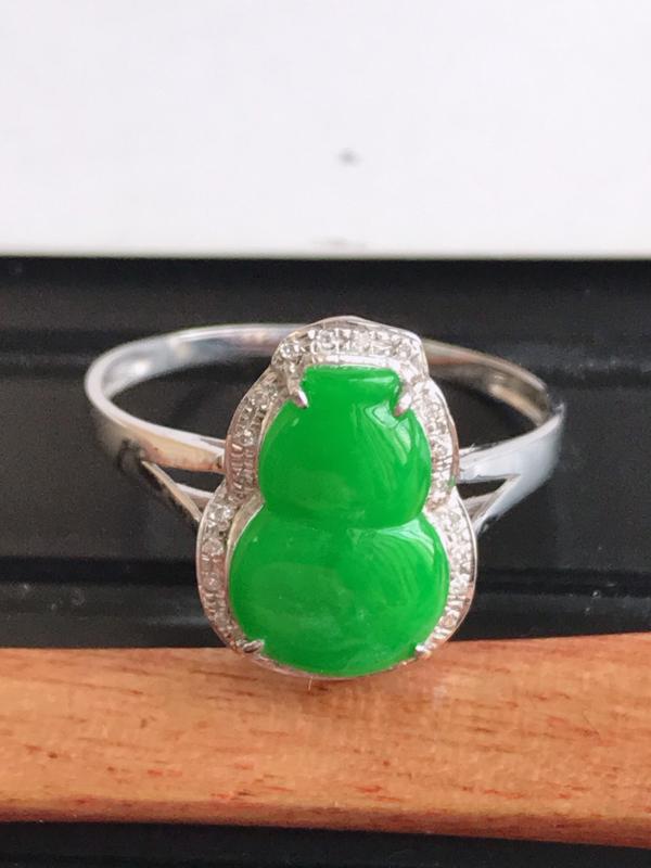 缅甸天然翡翠A货镶嵌18k金伴钻 满绿葫芦戒指,裸石尺寸11.6*7.5*3mm,指圈17.4mm