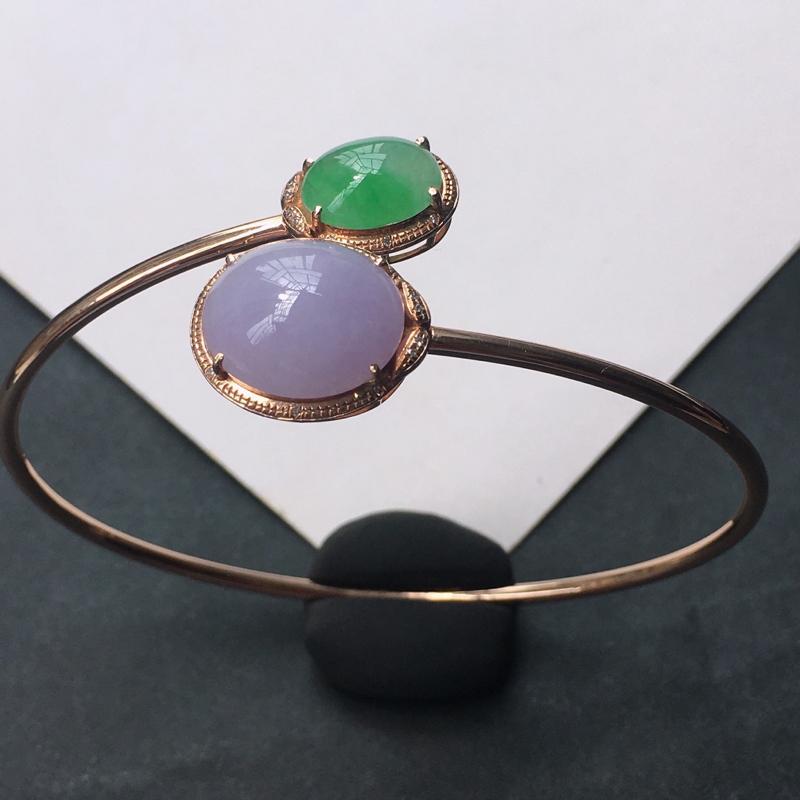 18K金伴钻镶嵌翡翠紫罗兰飘绿双蛋面贵妃手镯,种水好玉质细腻温润,颜色漂亮,佩戴效果好看。长内径:5