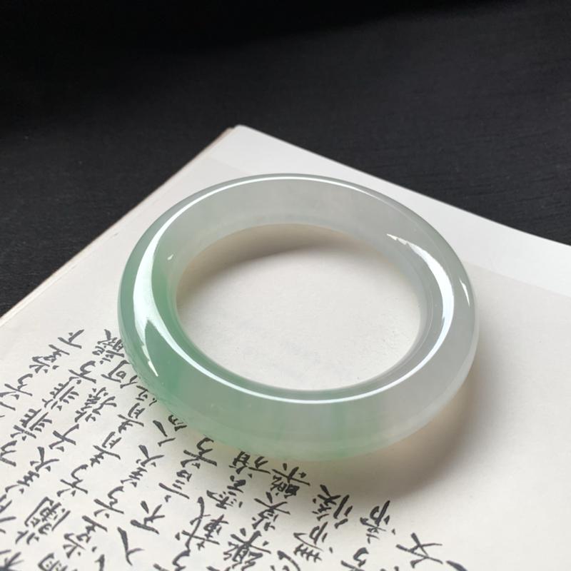 【冰糯种飘绿圆条手镯,冰润润的,色泽鲜美艳丽,值得拥有,完美!】图2