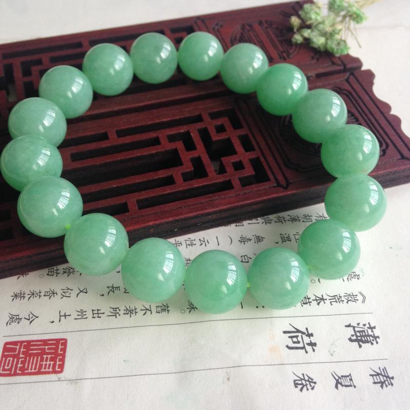 糯化飘色手串 尺寸:12.3mm重量:55.29g 数量17颗,完美!明媚的甜绿色,佩戴着实令人赏心